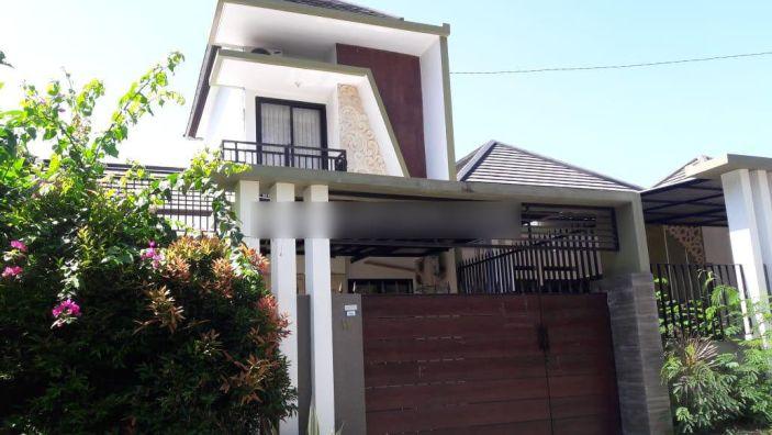 Rumah Minimalis Dua Lantai Dengan Lingkungan Perumahan